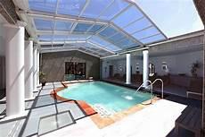 piscine interieur exterieur piscine int 233 rieure en b 233 ton votre pisciniste diffazur