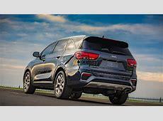 2017 Hyundai Santa Fe vs Kia Sorento   Which One Is Better?