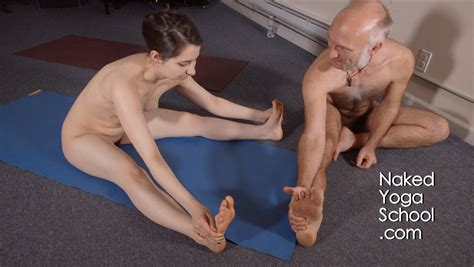 Collibrina Naked Yoga