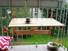 table pour petit balcon fabriquer une armoire murale et table rabattable balcon
