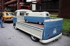 vw bulli tretauto vw single cab up hauling a vw panel vw t1