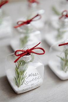 diy ornament place cards from somethingturquoise