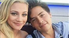 Cole Sprouse Freundin - cole sprouse lili reinhart dating 1