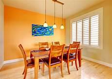 pittura sala da pranzo sala da pranzo con la tabella di legno e della pittura