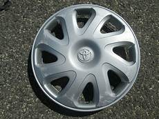 one genuine 2000 to 2002 toyota corolla 14 inch hubcap