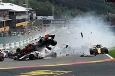 Formel 1 Spa Start Unfall Exclusive Fotos Vom Horror