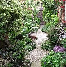 Schmaler Garten Gestalten - 8 effective tips for narrow town garden success