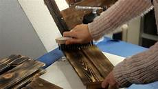 holz auf alt bearbeiten holz im rustikalen stil selbst herstellen handmade kultur