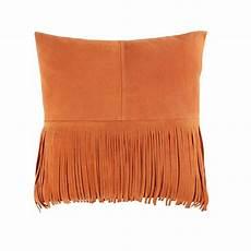 kissen mit fransen kissen mit fransen aus orangefarbenem leder 40x40