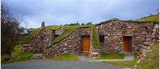 häuser in schottland hobbit erdhaus ferienhaus in den h 252 geln schotlands