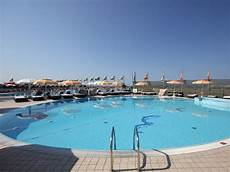 bagno in piscina in bagno alhambra a di viareggio in versilia darsena marina