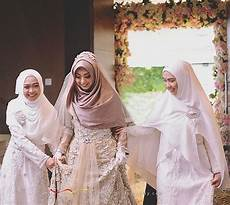 Mewahnya Gaun Pernikahan Adik Oki Setiana Dewi Co Id