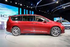 2017 Chrysler Pacifica Look Review Motor Trend