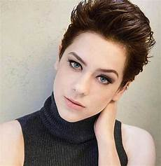 best short hairstyle ideas for oval faces