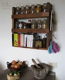 portaspezie design portaspezie con mensola per piccoli libri da cucina
