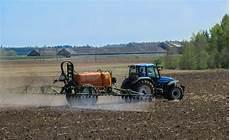 Commons Photo Challenge 2017 April Tractors Voting