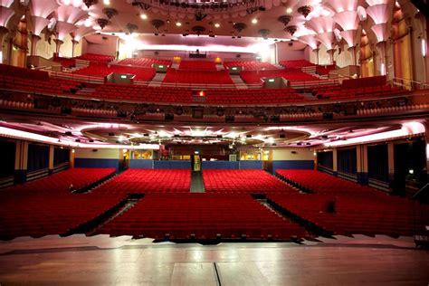 apollo victoria theatre   show   night