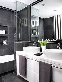 black and white bathroom decor How to master the black bathroom trend - Pivotech