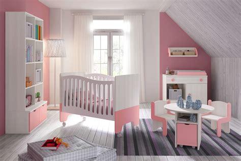 chambre bébé fille avec lit bicouleur blanc et