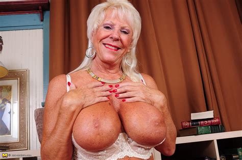 Big Breasted american granny Demonstrating Nice Tan And Amazing Breast