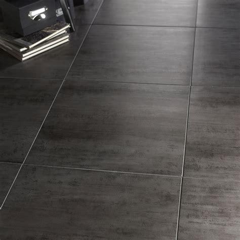v33 cuisine et bain carrelage sol et mur gris foncé effet béton eiffel l 45 x