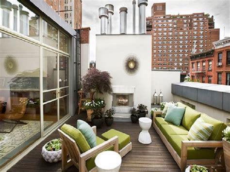 desain balkon rumah minimalis tampilan area tambahan