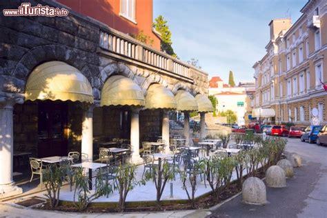 nel centro della citta croata  opatija foto opatija
