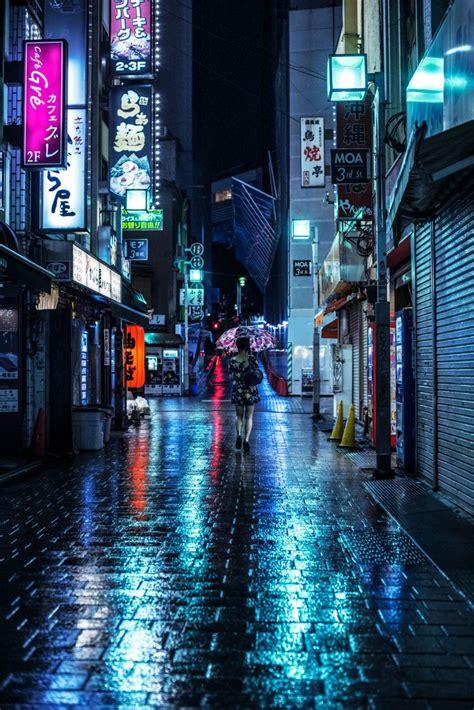 rainy night   streets  shinjuku   city