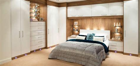 chambre a coucher avec pont de lit dressing pour chambre idées fonctionnelles modernes