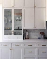 kitchen cabinets handles Top 70 Best Kitchen Cabinet Hardware Ideas - Knob And Pull Designs