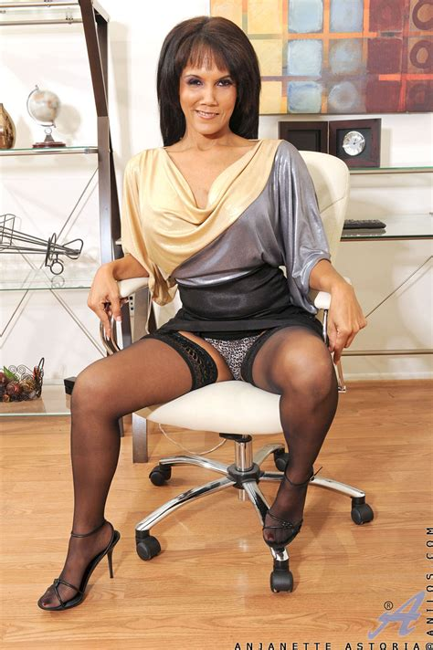 freshest mature women on the net featuring anilos anjanette astoria milf pic