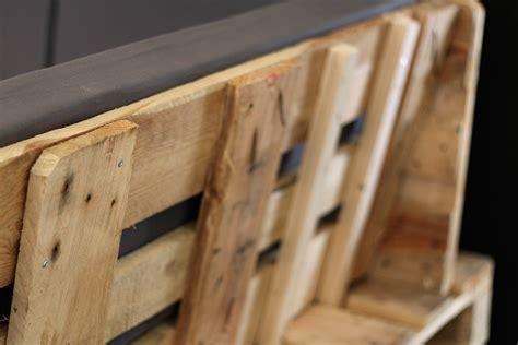 fabriquer un canapé en palette tuto un canapé d angle en palettes
