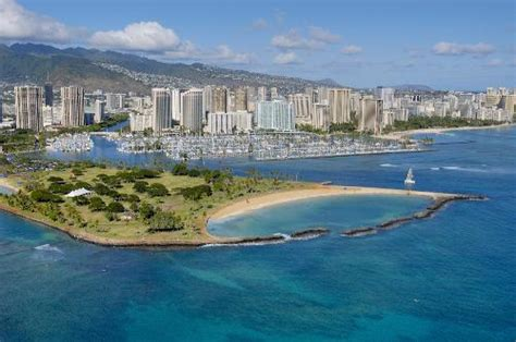 Magic Island   Honolulu, Hawaii   Sandy Peninsula for Shore Diving, Sightseeing and Weddings