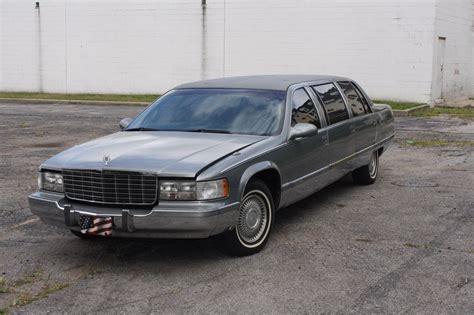 issues  cadillac brougham stretch limousine  sale