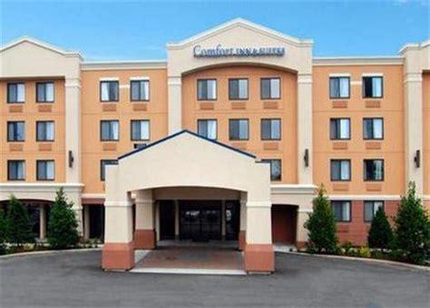 comfort inn meriden ct comfort inn and suites meriden deals see hotel photos