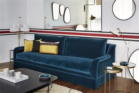 canapé velours bleu notre canapé yasmine habillé d 39 un velours bleu