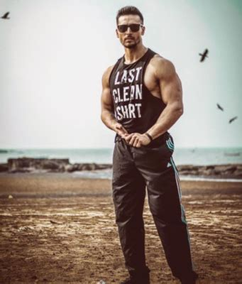 Tiger Shroff Biography, Height, Weight, Age, Affair ...