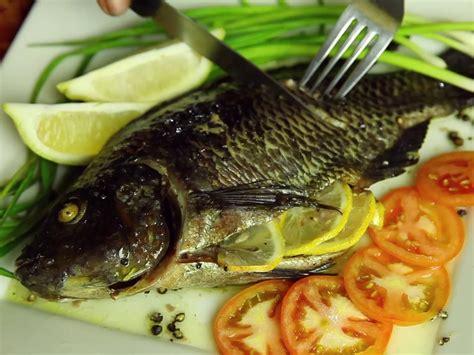 cuisiner le poisson au four 4 ères de cuisiner un poisson au four wikihow