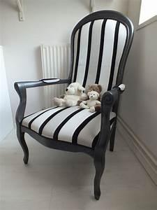 Fauteuil Voltaire Moderne : fauteuil voltaire relook en noir et taupe voltaire pinterest upholstery armchairs and ~ Teatrodelosmanantiales.com Idées de Décoration