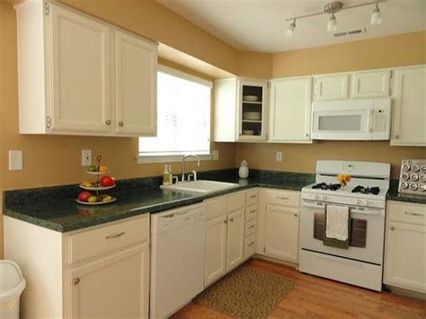 green countertop kitchen white kitchen cabinets with beige walls do not like the 1363