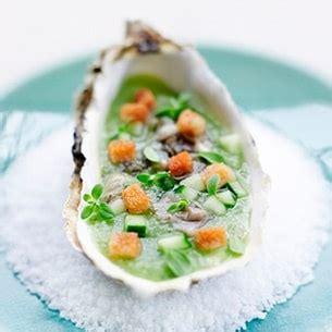 cuisiner des huitres cuisiner les huîtres huîtres au concombre et feuilles de
