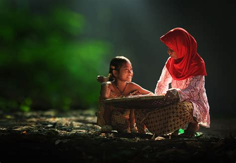 everyday lives  villagers  indonesia captured