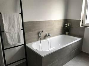 Badezimmer Fliesen Grau Weiß : graues badezimmer bilder ideen couch ~ Watch28wear.com Haus und Dekorationen
