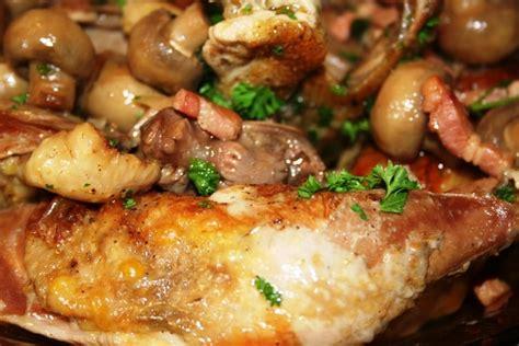 cuisiner un faisan au four recette de pintade braisée aux lardons la recette facile