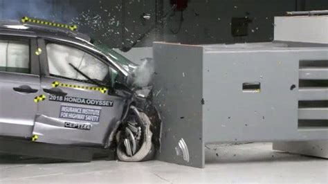 Minivans Crash Test by Iihs Issues Safety Rating For Several Minivan Models
