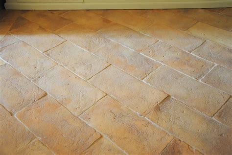 pavimenti in cotto fatto a mano per interni ed esterni