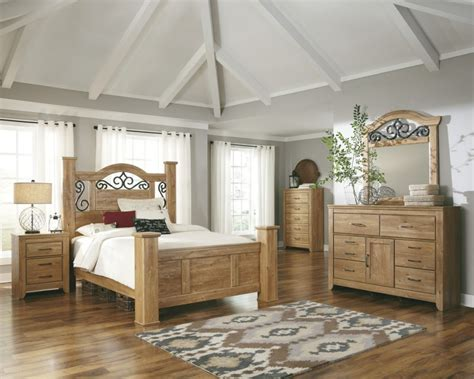 Light Wood Bedroom Furniture Bedroom Group In Light