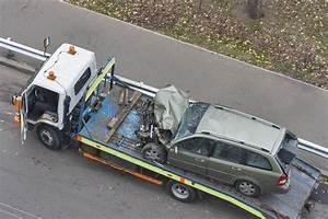 Delai Reparation Voiture Apres Accident : voiture apr s accident de la route embarqu e dans la d panneuse photo stock image 35904144 ~ Gottalentnigeria.com Avis de Voitures