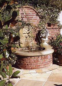 Alte Ziegelsteine Im Garten : gartenbrunnen aus alten ziegeln und sandsteinelementen ~ A.2002-acura-tl-radio.info Haus und Dekorationen
