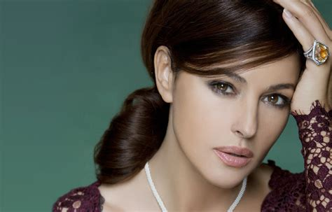 wallpaper monica bellucci  popular celebs